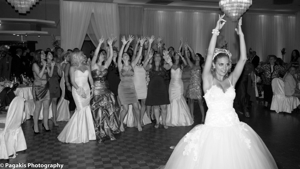 Montreal Weddings throwing of the bouquet
